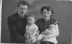 Tadeusz Gorecki, Betty Gorecki, daughters Teresa and Christina